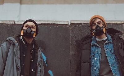 Graffiti kunstenaars met gasmaskers op